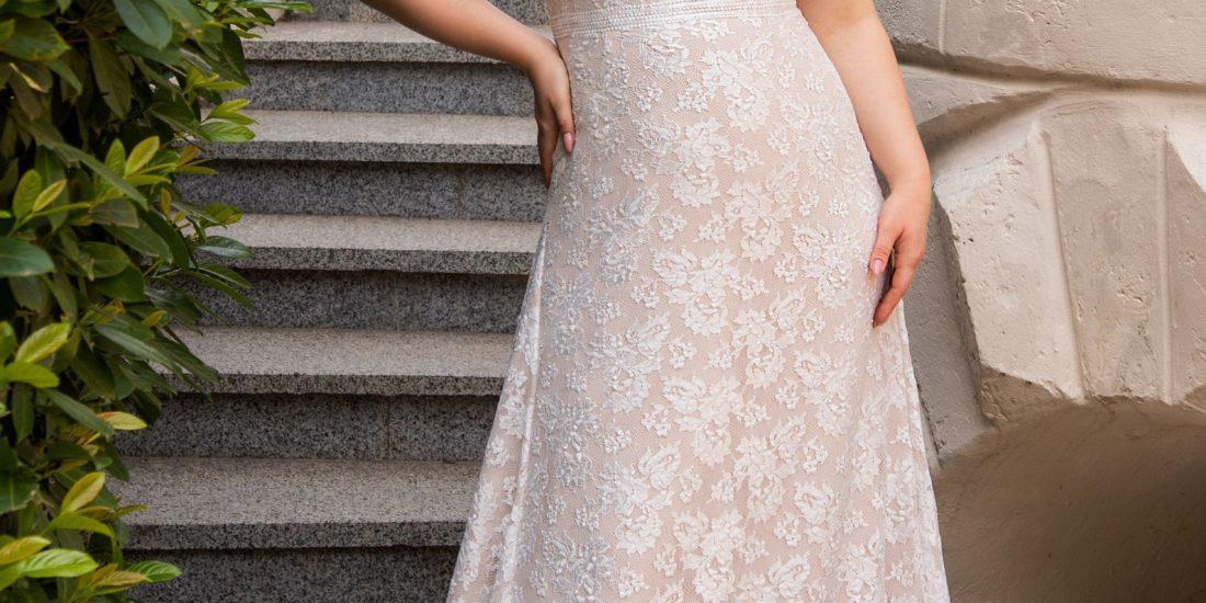 brautatelier ried-angela bianca-brautkleid-1022-curvy-vintage-spitze-vorne-1-min