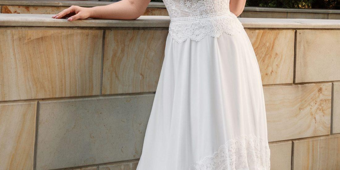 brautatelier ried-angela bianca-brautkleid-1027-curvy-vintage-spitze-vorne-1-min