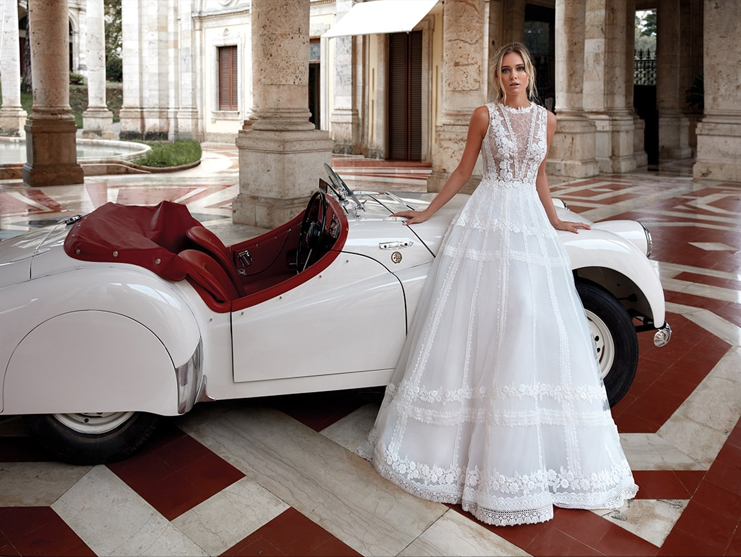 brautatelier ried-nicole milano-pronovias group-NI12125-brautkleid-ivory-couture-vintage-spitze-panorama-2-min