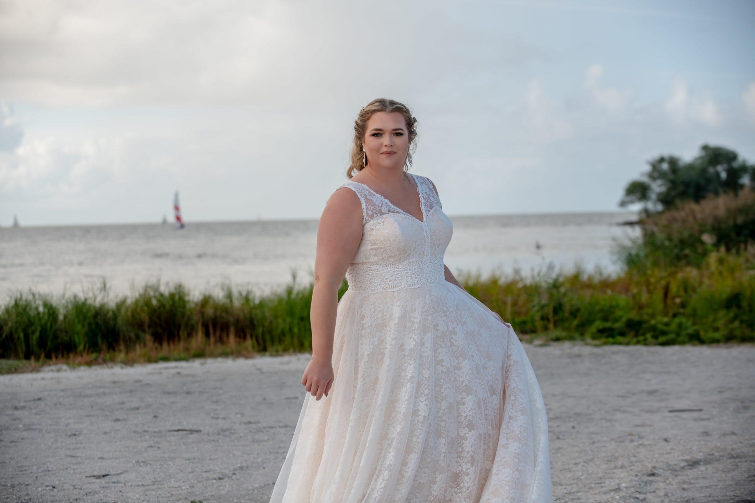 brautatelier ried-curvy bride collection-bridalstar-Gitte-boho-all over spitze-detail-1-min