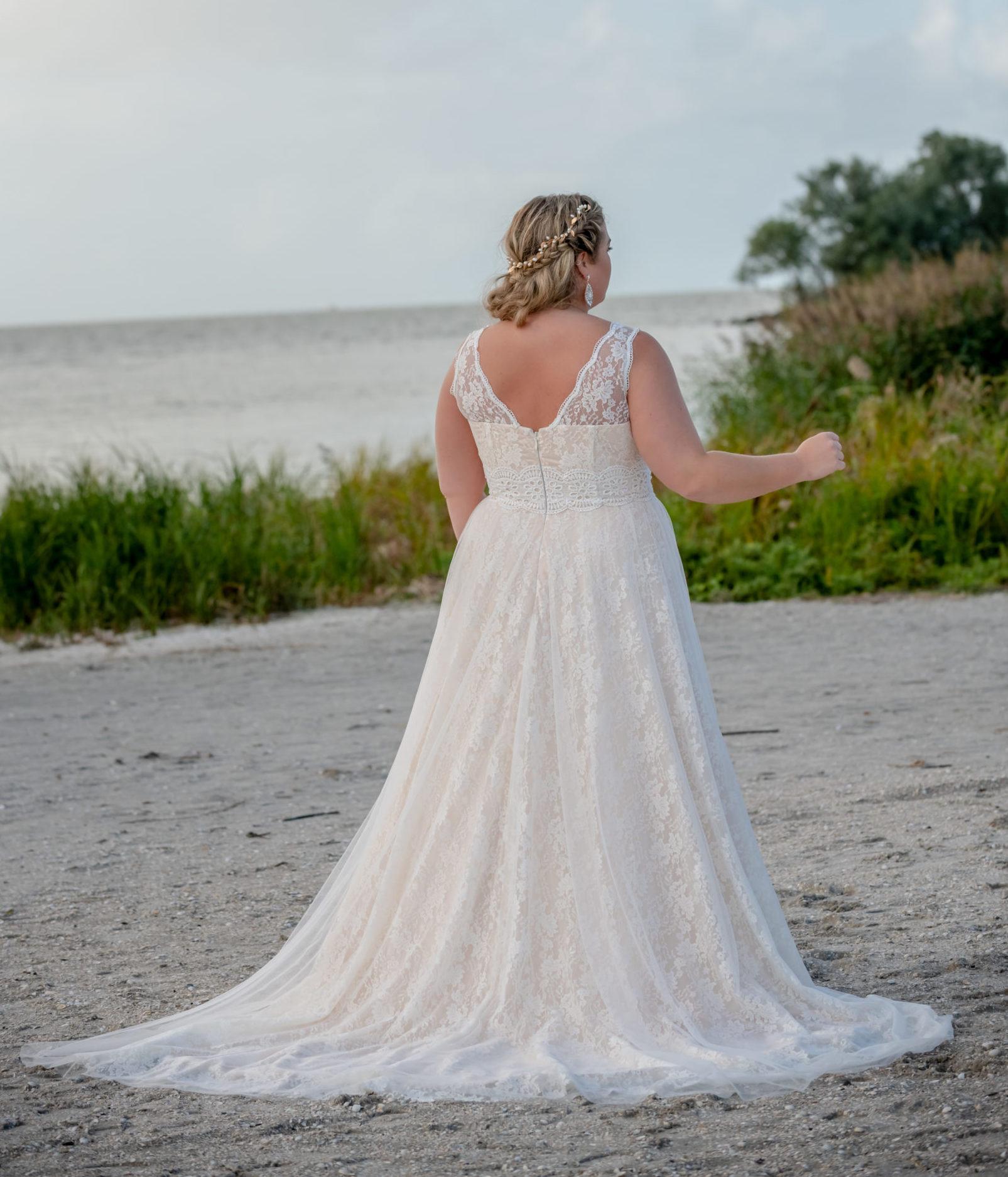 brautatelier ried-curvy bride collection-bridalstar-Gitte-boho-all over spitze-ruecken-1