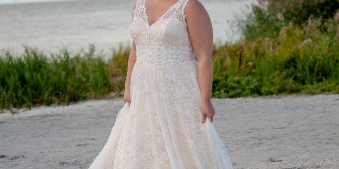 brautatelier ried-curvy bride collection-bridalstar-Gitte-boho-all over spitze-vorne-1-min