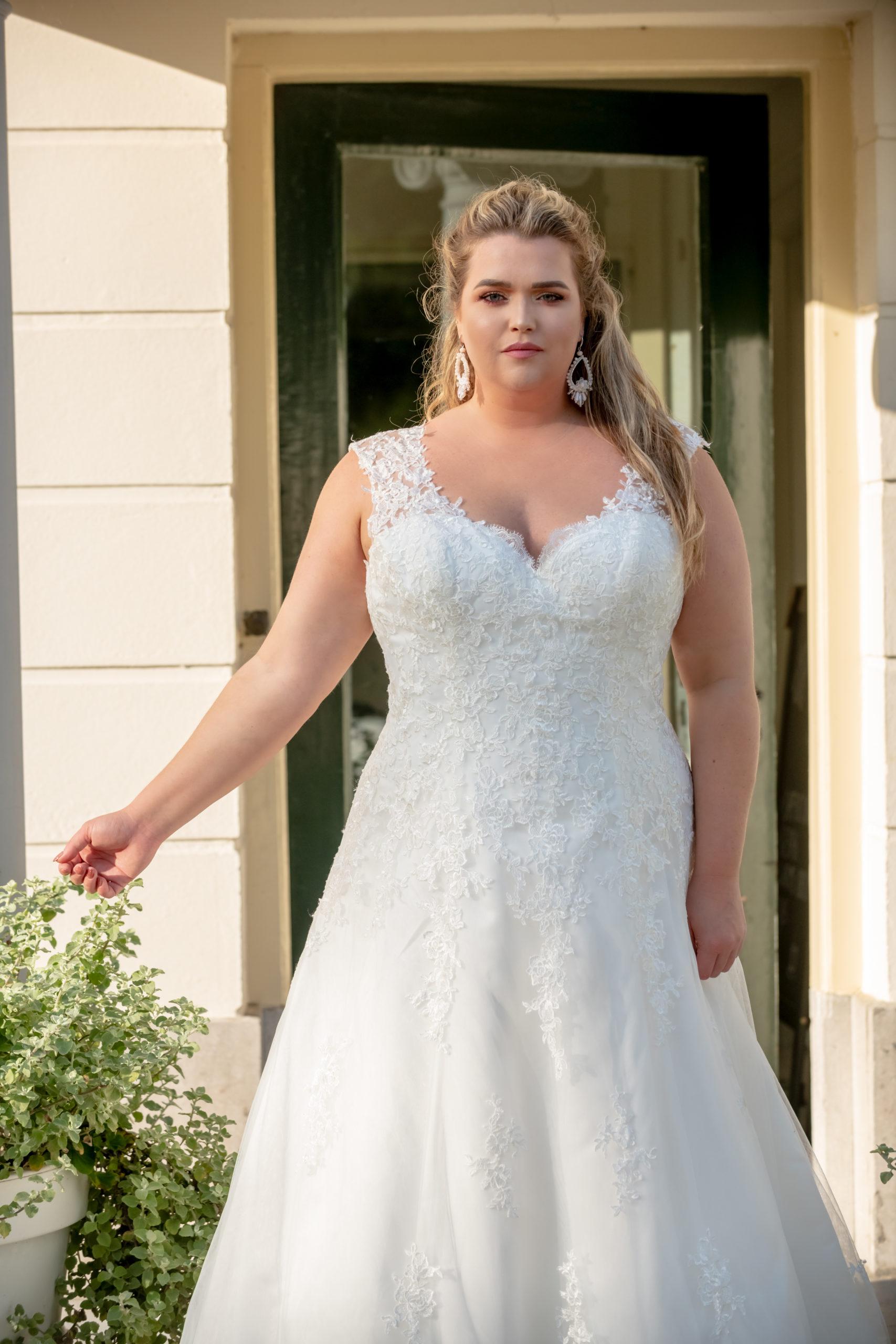 brautatelier ried-curvy bride collection-bridalstar-Grisella-spitze-detail-1
