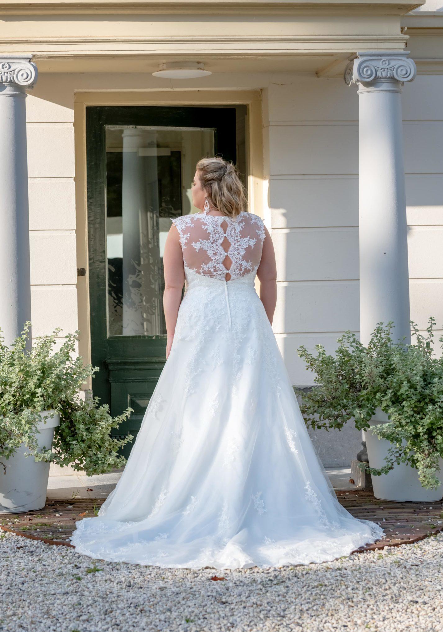 brautatelier ried-curvy bride collection-bridalstar-Grisella-spitze-ruecken-1-min