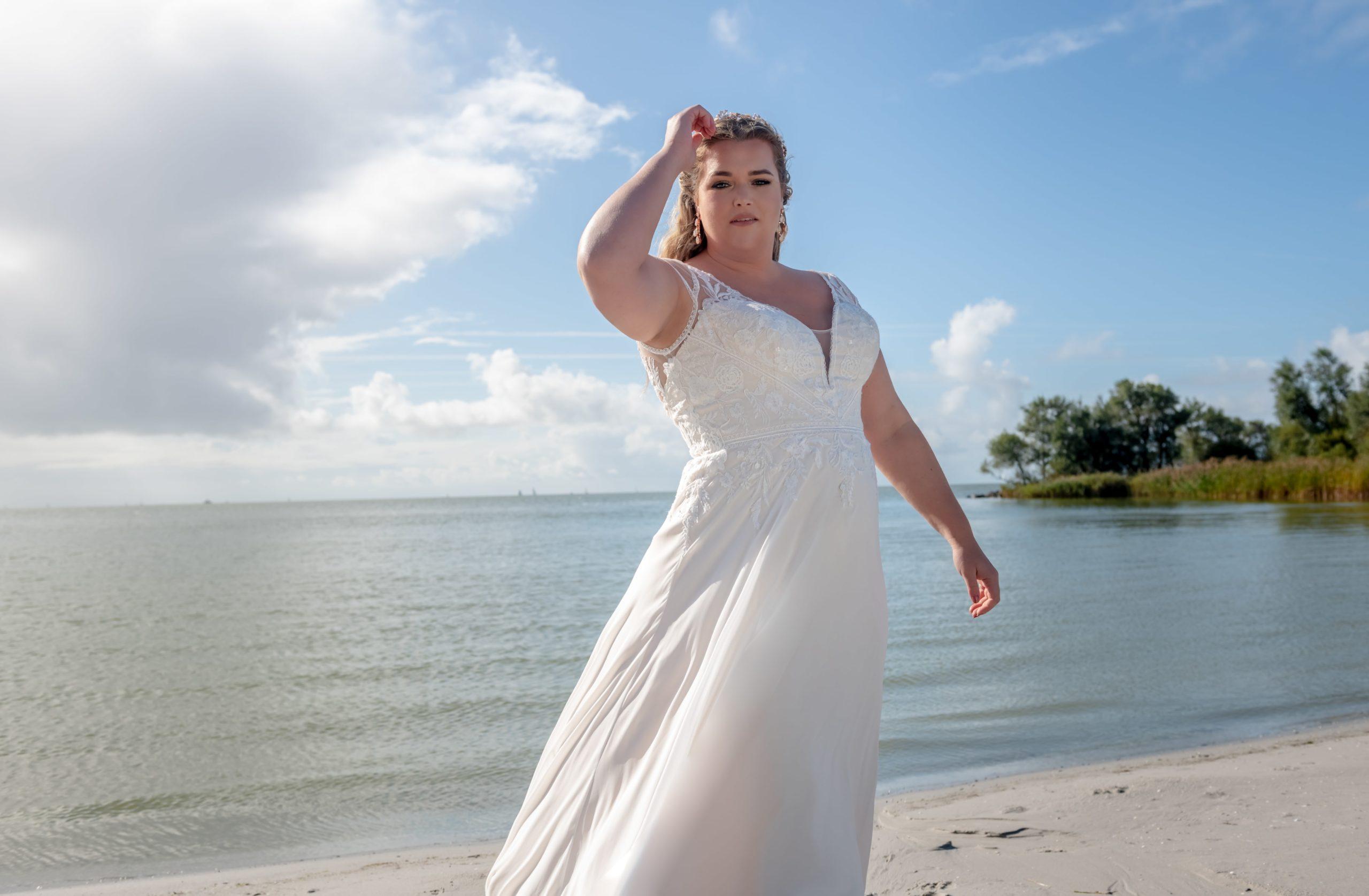 brautatelier ried-curvy bride collection-bridalstar-Guusje-vintage-detail-panorama-1-min