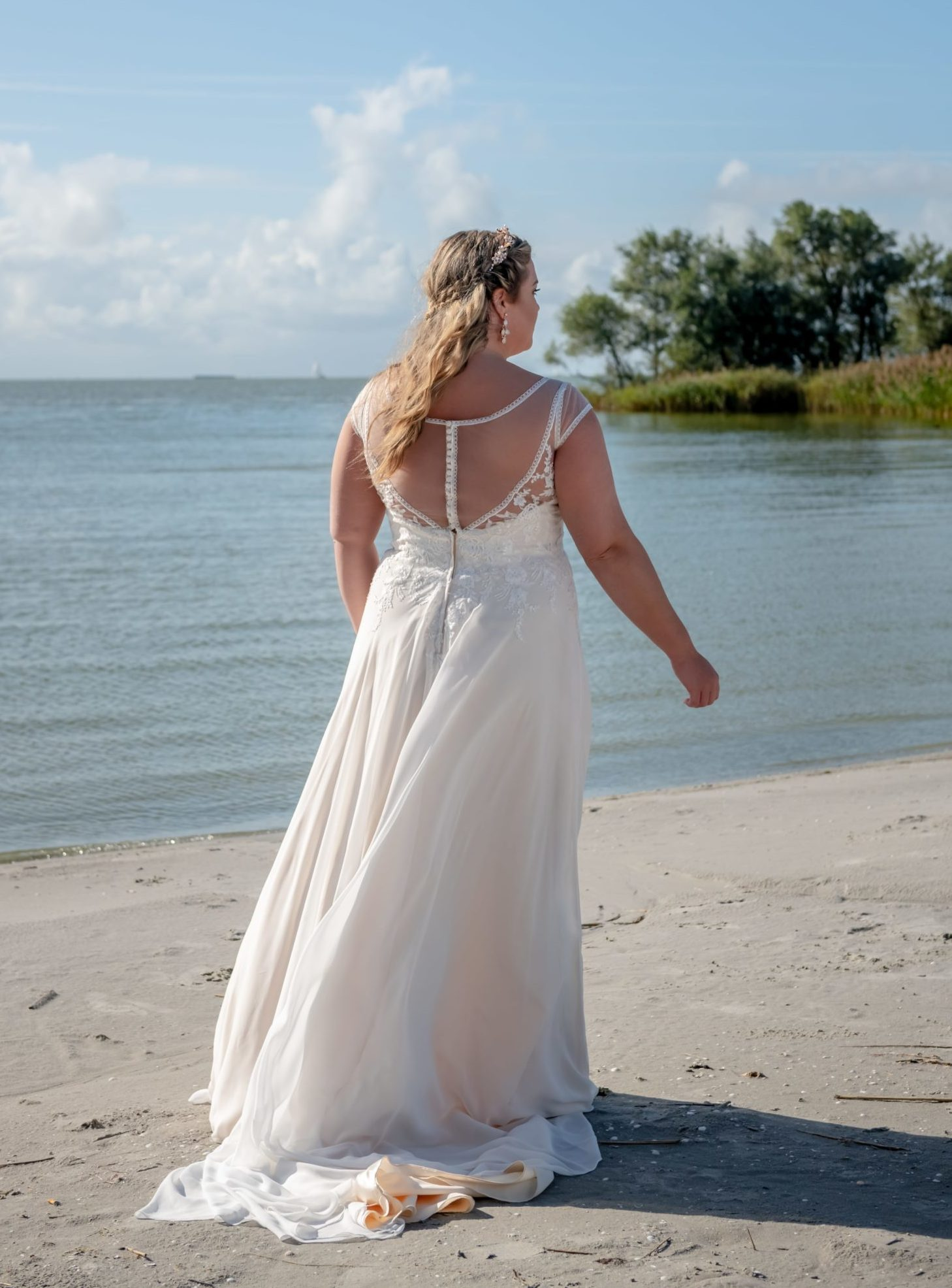 brautatelier ried-curvy bride collection-bridalstar-Guusje-vintage-ruecken-1-min
