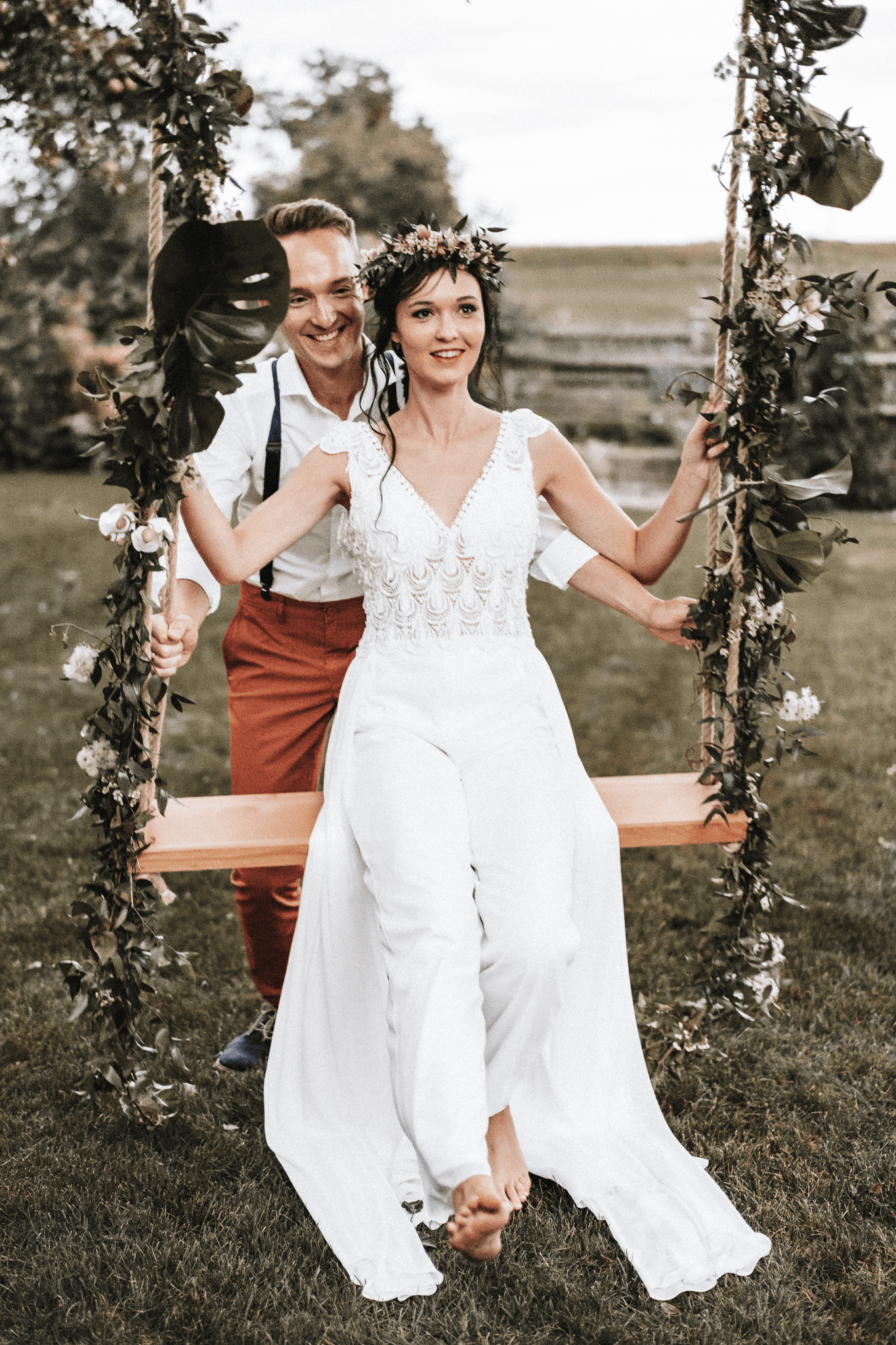 brautatelier ried-styled shooting-fellnerhof-couple 1-boho-schauckel-jump suit-1-min