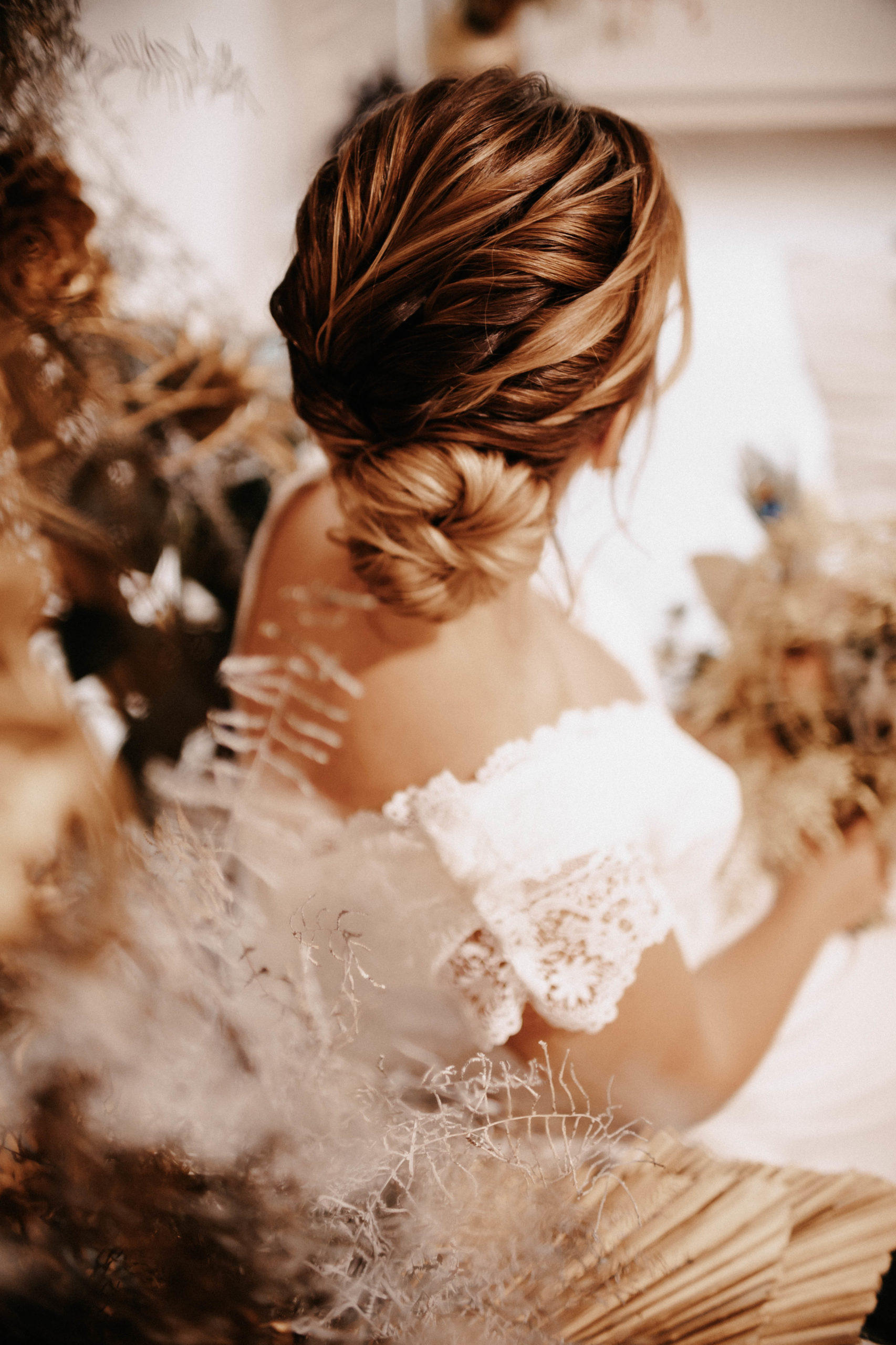 brautatelier ried-styled shooting-muenchen-curvy-hair inspiration-2-min